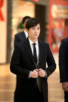 Lee Hong Ki on the set of Bride of the Century