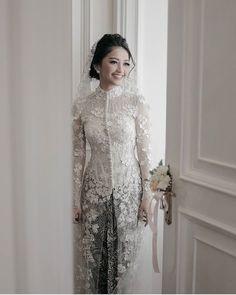 Wedding Reception Outfit For Bride Dress Styles Ideas Kebaya Muslim, Kebaya Hijab, Muslim Dress, Kebaya Wedding, Muslimah Wedding Dress, Muslim Wedding Dresses, Dress Brokat Modern, Modern Kebaya, Kebaya Lace