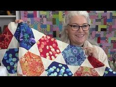 Be sure to print out this Free Hexagon Star Quilt pattern. Hexagon Quilt Pattern, Star Quilt Patterns, Star Quilts, Quilt Blocks, Chevron Quilt, Quilting Tutorials, Quilting Projects, Quilting Designs, Charm Quilt