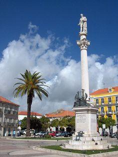 Statue of Setúbal poet Manuel Maria Barbosa du Bocage in a city square.