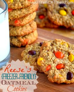 Reese's Freezer-Friendly Oatmeal Cookies - Mom On Timeout - Chewy, chunky, and delicious Köstliche Desserts, Delicious Desserts, Dessert Recipes, Yummy Food, Recipes Dinner, Breakfast Recipes, Freezer Friendly Meals, Freezer Meals, Oatmeal Cookie Recipes