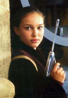 "Queen Amidala from ""Star Wars"" (Natalie Portman) Star Wars Padme, Amidala Star Wars, Star Wars Episoden, Natalie Portman Star Wars, Natalie Portman Young, Reina Amidala, Queen Amidala, Anakin And Padme, Cinema"