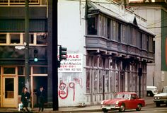 Sam Kee building, November The skinniest building in the world at Carrall and West Pender streets. Source: City of Vancouver Archives Iconic Photos, Old Photos, Vancouver Chinatown, Past Tense, Vintage Images, British Columbia, Beautiful Homes, Tourism, November