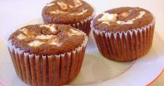 Čokoládová část 100 g rýžové mouky 1 balíček prášku do pečiva 2 lžíce kakaa 3 lžíce sladidla 50 ml mléka 75 g bílého jogurtu 2 banány 3vejce  Tvarohová náplň 1 vanička tvarohu 75 g bílého jogurtu 3 lžíce sladidla 2 lžíce kokosu V mouce smíchejte balíček prášku do pečiva a kakao. Oslaďte sladidlem. Poté … Brownie Cupcakes, Cooking Recipes, Healthy Recipes, Healthy Food, Mini Cheesecakes, Muffin Recipes, Pavlova, Food And Drink, Sweets