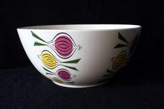 VEB Torgau, fifties/sixties happy design bowl, 'ISA 3' with onions.