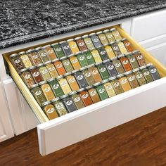Kitchen Cabinet Drawers, Kitchen Drawer Organization, Spice Organization, Kitchen Storage, Kitchen Spice Racks, Spice Rack In Pantry, House Organization Ideas, Kitchen Drawer Inserts, Countertop Spice Rack