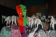 """El 2 de marzo nos visitaron las Candidatas Infantiles a Bellea del Foc 2014.  Además del recorrido por las salas, disfrutaron del juego """"Busca el año…"""", con el que pudieron averiguar que la primera Bellea del Foc fue proclamada en el mismo año en el que se inauguró el Museo Arqueológico de Alicante."""