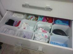 Génial ça pour ranger les tiroirs !!!  on dirait des bacs de lessives genre les conteneurs de dosettes pour machine à laver ou bien les petits conteneurs en plastique pour lessive en poudre