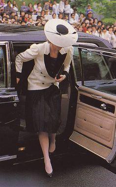 November 10, 1985: Princess Diana tours Washington DC's National Gallery.