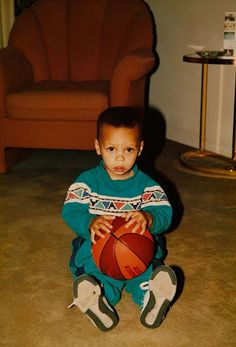 Classic Photos of Stephen Curry Nba Players, Basketball Players, Basketball Art, Steph Curry Wallpapers, Wardell Stephen Curry, Stephen Curry Basketball, Michael Jordan Pictures, Curry Nba, Stephen Curry Pictures