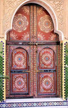 Superb Moroccan doors in Marrakech, Morocco. Cool Doors, Unique Doors, Entrance Doors, Doorway, Grand Entrance, Moroccan Doors, Moroccan Tiles, Knobs And Knockers, Door Knobs