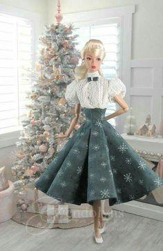 Snowflakes at Dusk 1 wm Barbie Wedding Dress, Barbie Gowns, Barbie Dress, Vintage Barbie Clothes, Doll Clothes, Barbie Fashionista Dolls, Christmas Barbie, Beautiful Barbie Dolls, Barbie Patterns