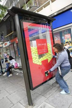 PruHealth teamed up with JCDecaux Innovate to create a bespoke outdoor campaign in key London areas. Huge glass sided billboard units were created to look like vending machines. These were filled with either branded tennis balls or branded oranges. Over the two week campaign more than 6,000 branded oranges and tennis balls were freely dispensed.
