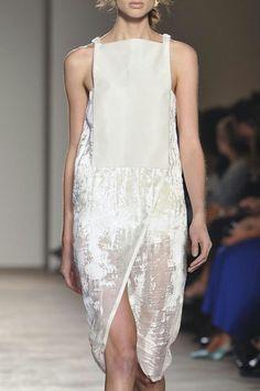 Gabriele Colangelo ss 2014 Velvet Fashion, Fashion Details, Love Fashion, High Fashion, Minimal Fashion, Spring 2014, Milan Fashion Weeks, Runway Fashion, Spring Fashion