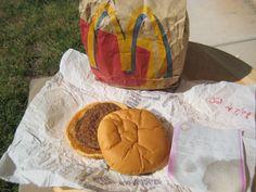 O homemquer manter o hambúrguer conservado por muito mais tempo, para um dia poder mostrar aos seus netos. (ri muito) Um homem do estado deUtah, nosEUA, manteve um hambúrguer de um fast-food (si…