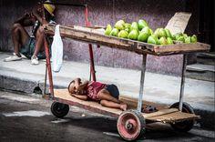 No hay nada más duro que crecer y despertar en la realidad. #Cuba pic.twitter.com/4NFISsKw7g