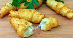 Tento recept je príkladom toho, že na prípravu skvelých jedál vám stačia aj obyčajné suroviny. Ak obľubujete klasickú domácu kuchyňu, predovšetkým lokše, dnešný recept je pre vás ako stvorený. Famózne spojenie mäkkého a jemne chrumkavého zemiakového cesta so syromzaručene ulahodí vašim chuťovým pohárikom a vaša rodina sa bude zalizovať. Budeme potrebovať: 200 g zemiakov 100 Slovak Recipes, Russian Recipes, Vegan Recipes, Cooking Recipes, Cook N, Food 52, Food To Make, Chicken Recipes, Food Porn