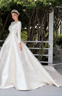 Long-sleeved wedding gown - Wedding Dress With Sleeves Modest Wedding Gowns, Celebrity Wedding Dresses, Wedding Gowns With Sleeves, Long Sleeve Wedding, Dream Wedding Dresses, Bridal Dresses, Dresses With Sleeves, Famous Wedding Dresses, Celebrity Weddings