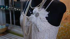 Tässä on sinulle yksinkertaisin malli. Pearl Necklace, Helmet, Textiles, Pearls, Chain, Sewing, Jewelry, Dresses, Diy