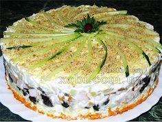 слоеный салат с копченой курицей, черносливом и шампиньонами