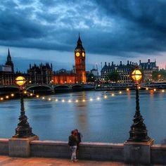 #londonatnight #placeswelove ✨✨✨