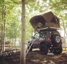 Suzuki and top tent Mini Trucks, 4x4 Trucks, Sidekick Suzuki, New Suzuki Jimny, Jimny 4x4, Samurai, Jimny Sierra, Geocaching, Grand Vitara