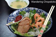 Wandering Chopsticks: Vietnamese Food, Recipes, and More: Hu Tiu/Tieu Saigon (Vietnamese Clear Noodle Soup with Barbecued Pork and Shrimp)