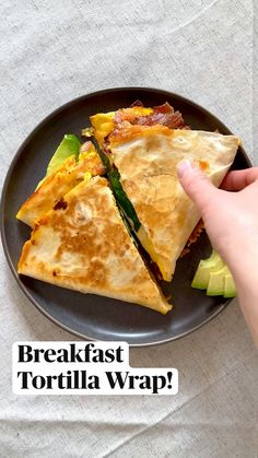 Breakfast Tortilla, Breakfast Quesadilla, Breakfast Dishes, Breakfast Time, Breakfast Ideas, Breakfast Recipes, Think Food, Love Food, Tasty