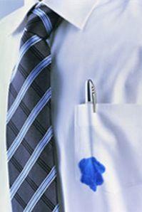 Een #inktvlek in uw kleding krijgt u er makkelijk van af met sap van een sinaasappelschil. Stop het kledingstuk daarna in de #wasmachine en de vlek is weg! Meer huishoudelijke tips? www.hulpstudent.nl!