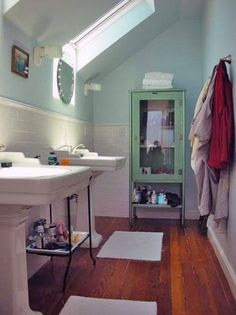 I love pedestal sinks. Cool bathroom.