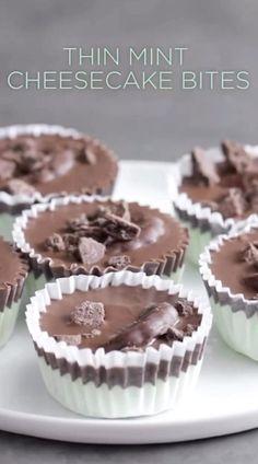 Thin Mint Cheesecake Recipe, Mint Chocolate Cheesecake, Cheesecake Cupcakes, Cheesecake Bites, Mint Desserts, Easy Chocolate Desserts, Summer Desserts, Fun Baking Recipes, Honey Recipes