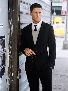 Nice and simple: black suite with V-neck grey sweater.