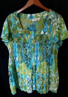 This is a gently worn Cato green blue white black short sleeve casual Plus 14/16W Women's Top Blouse. This top is also considered a 1X. The fabric is lightweight and has a pleated look. The top has a lot of stretch and would be very comfortable. The color and design will get you many compliments.