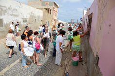Dia 3:  O momento que muitos esperavam, pintamos as paredes exteriores da escola básica nº1 de Sal-Rei.  Foi lindo de ver!