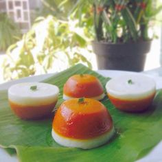 Kue Talam Ubi Kuning Indonesian Desserts, Asian Desserts, Indonesian Food, Indonesian Recipes, Steamed Cake, Coconut Desserts, Traditional Cakes, Sweet Recipes, Cookie Recipes