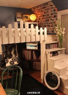 Small Home Ideas For Singles! Neat for teens or guest room hangout