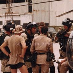 Another rare photo of Delta Force in Mogadishu, Somalia during Operation Gothic Serpent, 1993 (excuse the watermark) x Mogadishu 1993, Battle Of Mogadishu, Us Army Delta Force, Cool Hand Luke, Black Hawk Down, Military Men, Military Uniforms, Military Weapons, Special Forces