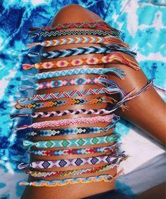 just your fundamental typical vsco women. girls-of-vsco. simply your fundamental average vsco ladies. Summer Bracelets, Cute Bracelets, Loom Bracelets, Macrame Bracelets, Beach Bracelets, Photowall Ideas, Basic White Girl, Vsco Pictures, Diy Friendship Bracelets Patterns