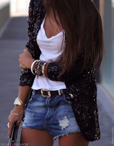 jeans shorts , white t-shirt and sequin blazer Street Looks, Street Style, Street Chic, Plain White T Shirt, White Tank, Sequin Blazer, Sequin Cardigan, Sweater Cardigan, Black Sequin Jacket