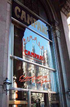 Ci sono brand che creano una storia e uno stile di vita di una città. Il Campari e il Martini sono sicuramente due di questi prodotti che hanno creato anche dei luoghi dove vivere il prodotto e respirarne il prestigio.