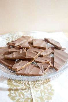 Jouluinen itse tehty Daim | Maku Toffee, Fudge, Panna Cotta, Sweet Treats, Food And Drink, Sweets, Candy, Baking, Breakfast