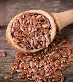 High fiber foods aid weight loss by boosting metabolic rate, detoxing, and increasing satiety. Here are 31 fiber-rich foods and a diet chart for you. Healthy Seeds, Healthy Foods To Eat, Healthy Fats, Healthy Smoothies, Healthy Drinks, Berry, Menopause Diet, Eat This, Lose Weight