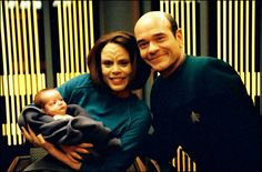 Roxann Dawson and Robert Picardo as B'Elanna Torres and The Doctor in Star Trek Voyager ❤