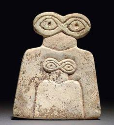 """A SYRIAN MARBLE """"EYE"""" IDOL TELL BRAK REGION, CIRCA 3500-3300 B.C."""