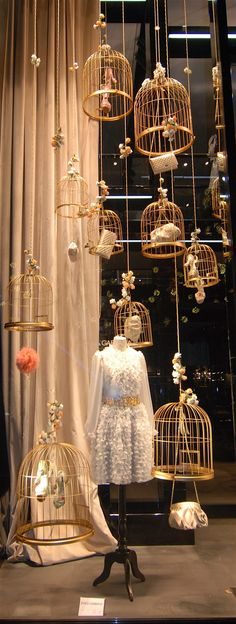 Ideas for hanging bird cage display Visual Display, Display Design, Store Design, Display Ideas, Retail Windows, Store Windows, Shop Window Displays, Store Displays, Fashion Window Display