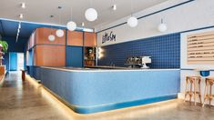 Customers get a glimpse of gelato being made inside Melbourne ice cream shop Little Sky, which Ewert Leaf has completed in shades of blue and pink. Timber Bench Seat, Oak Bench, Japanese Restaurant Interior, Restaurant Design, Bakery Design, Cafe Design, Restaurant Bar, Blue Tiles, Retail Space