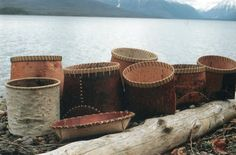 Traditional Ojibway Berry BasketsThe white birch bark is selected ffor qualitiy, thickness, flexibility, color and age. The white cedar wood hoop is sel. Birch Bark Baskets, Berry Baskets, Willow Weaving, Basket Weaving, Birch Bark Crafts, Chandeliers, Native American Baskets, Primitive Technology, Fur Trade