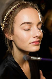 Dolce & Gabbana Fall 2015 Ready-to-Wear Beauty Photos - Vogue Runway Hair, Runway Makeup, Show Beauty, Spanish Fashion, Models Makeup, Beauty Photos, Fall 2015, Hair Trends, Makeup Looks
