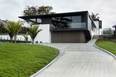 Lucerne House, Auckland, New Zealand by Daniel Marshall Architects.