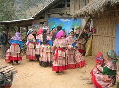 the colorful costumes of ethnic minority in Sapa